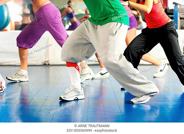 Fitness - Zumba training und Workout im Fitnessstudio