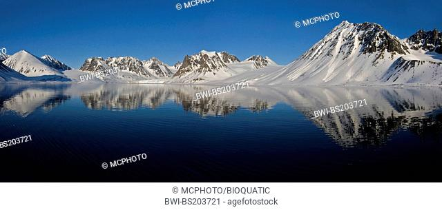 midnight-sun scenery from Magdalenefjord, western Spitsbergen, Norway, Svalbard, Svalbard Inseln