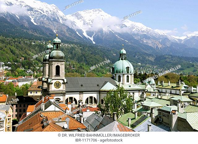 Cathedral Saint Jakob below the Nordkette, North chain, of the Karwendel mountains, old town, Innsbruck, Tyrol, Austria, Europe