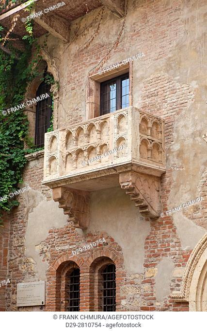 italy, tuscany, verona - balcony of romeo and juliet