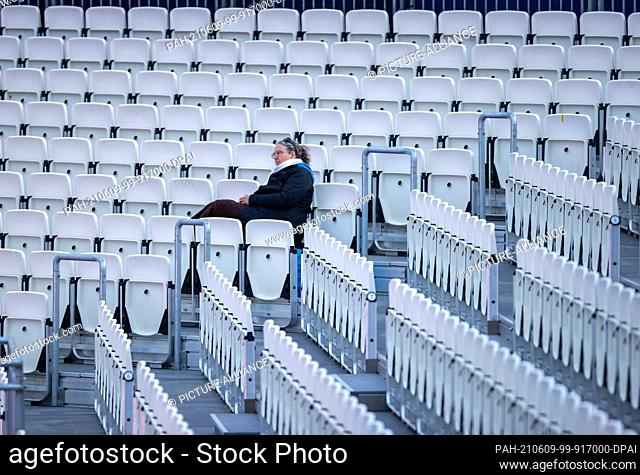"""07 June 2021, Mecklenburg-Western Pomerania, Schwerin: An employee observes rehearsals for the musical """"""""Titanic"""""""" on the stage of the Schwerin Castle Festival..."""