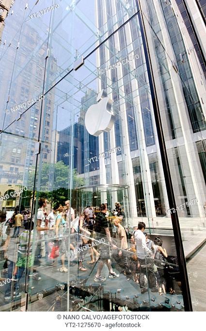 Apple Store in Fifth Avenue, Manhattan, New York City