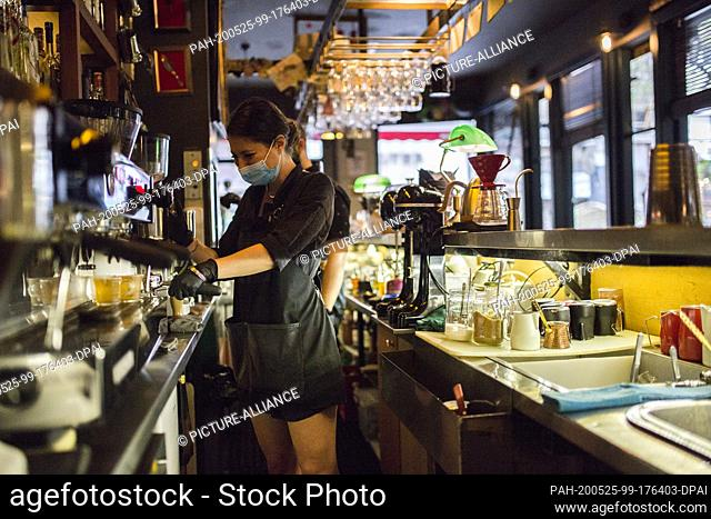 25 May 2020, Greece, Athen: A barista prepares a coffee in a coffee shop in the centre, after cafés and restaurants reopen today