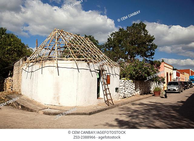 Traditional mayan house at town center, Valladolid, Yucatan Province, Mexico, Central America