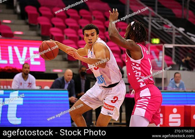 Bonn, Germany, 09. 01. 2021, Telekom Dome, Basketball Bundesliga, Telekom Baskets Bonn vs s. Oliver Wuerzburg: Tyson Ward (Wuerzburg) und Xavier Pollard (Bonn)...