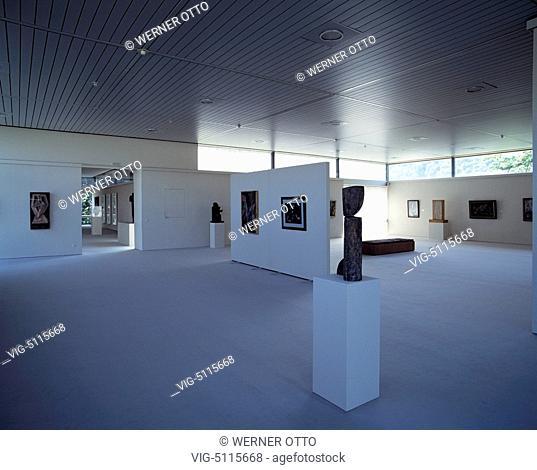 D-Saarbruecken, Saar, Saarland, Saarland Museum, Modern Gallery, interior, exhibition room, objects of art - Saarbruecken, Saarland, Germany, 24/07/1992
