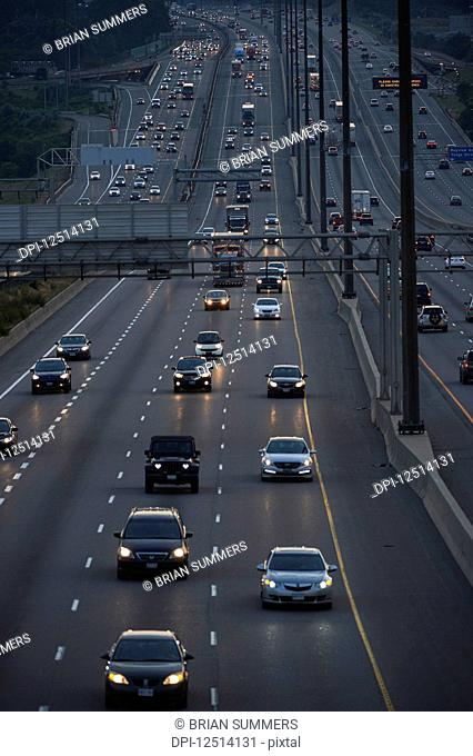 Highway 401 traffic in toronto Stock Photos and Images | age fotostock