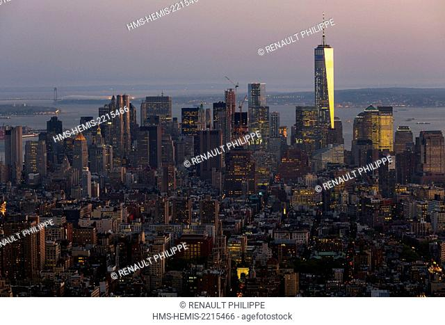 United States, New York, the island of Manhattan and its skyscrapers view from the roof of the Empire State Building, night photo, One World Trade Center