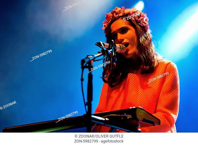 Die Schweizer Singer und Sonwriterin Lea Lu live in der Schüür Luzern, Schweiz, Europa