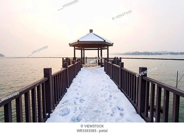 Taihu lake in the snow