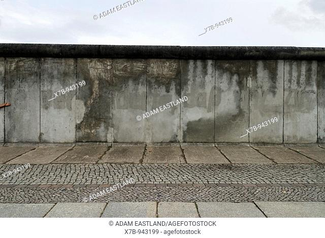 Berlin  Germany  Section of the Berlin Wall on Bernauer Strasse forms part of the Berlin Wall History Mile