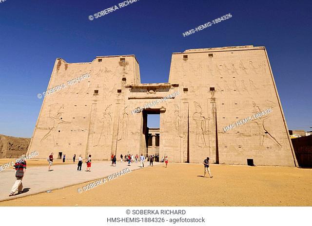 Egypt, Upper Egypt, Edfu, Edfu Temple or Temple of Horus, pylon 36m high