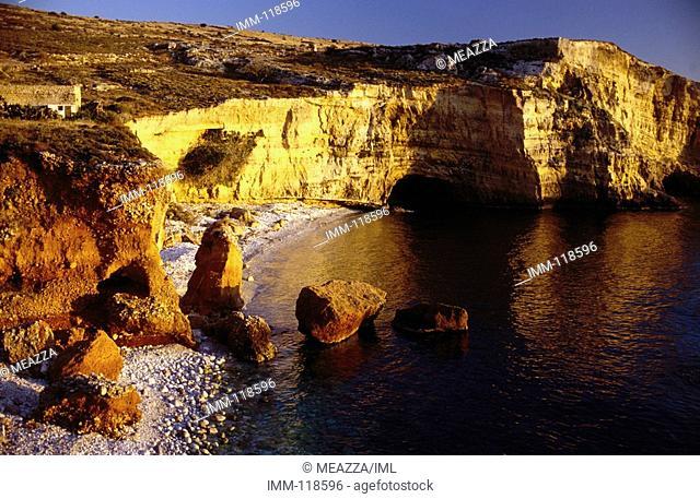 Peloponnese, Mani: To the Lighthouse Mezapos Bay