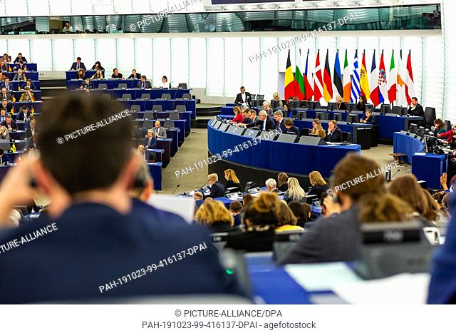 23 October 2019, France (France), Straßburg: Members of the European Parliament vote in plenary on the European Union's draft budget for the fiscal year 2020