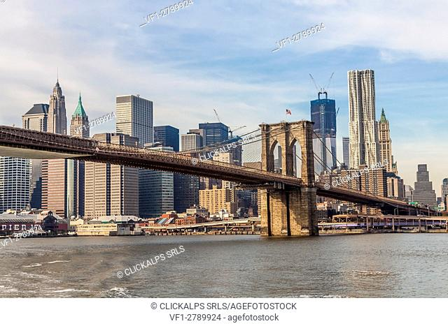 USA, New York City, Lower Manhattan & Brooklyn Bridge