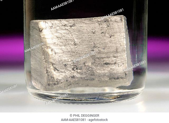 Elemental Calcium in Mineral Oil