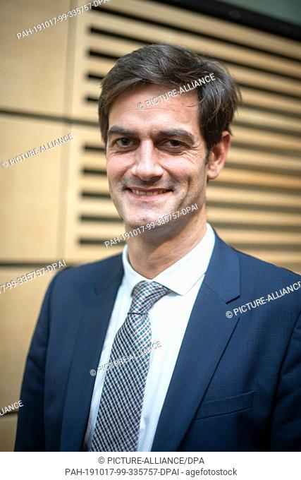 17 October 2019, Lower Saxony, Hanover: Gregor Warnecke, Senior Physician at the Clinic for HTTG Surgery at Hanover Medical School (MHH)