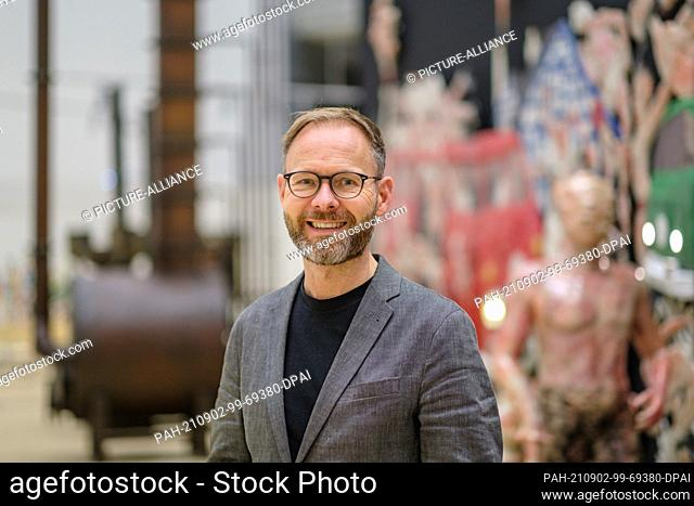 """02 September 2021, Lower Saxony, Wolfsburg: Andreas Beitin, director and curator of the Kunstmuseum Wolfsburg, stands in the exhibition """"""""OIL"""