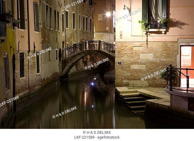 Houses along a narrow canal, Ponte dei Fuseri, Venice, Italy, Europe