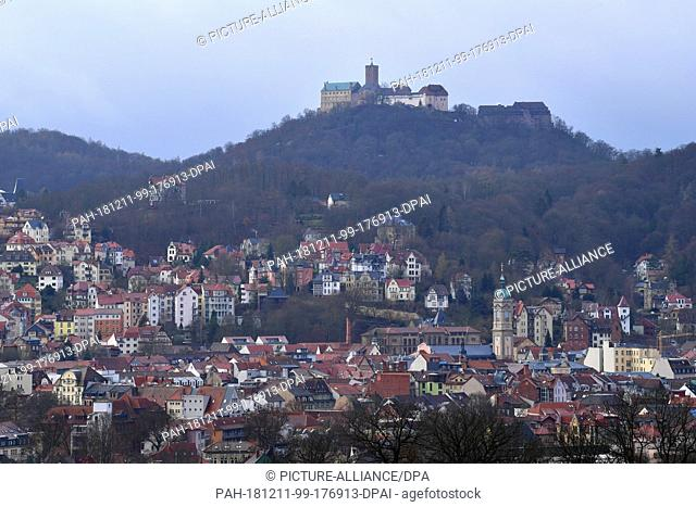 11 December 2018, Thuringia, Eisenach: The Wartburg Castle is overhanging the rooftops of the city. On this day, a decision could be made in the town hall about...