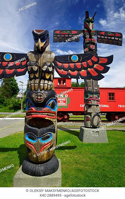 Colorful totem poles in downtown Duncan, City of Totems, Cowichan Valley, Vancouver Island, British Columbia, Canada 2017