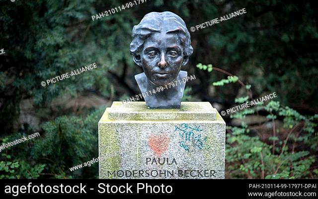 08 January 2021, Bremen: The Paula Modersohn-Becker monument stands in the Wallanlagen. It is a cast of a bust exhibited in the Kunsthalle