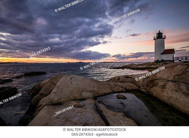 USA, Massachusetts, Cape Ann, Gloucester, Annisquam, Annisquam Lighthouse, winter, sunset
