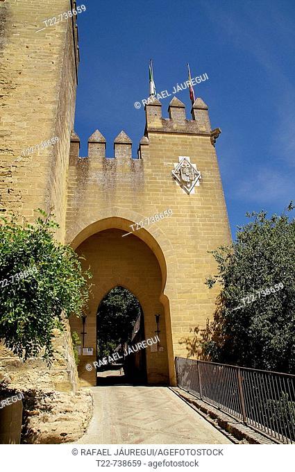 Almodóvar del Río (Córdoba). España.  Acceso principal al Castillo de Almodóvar del Río