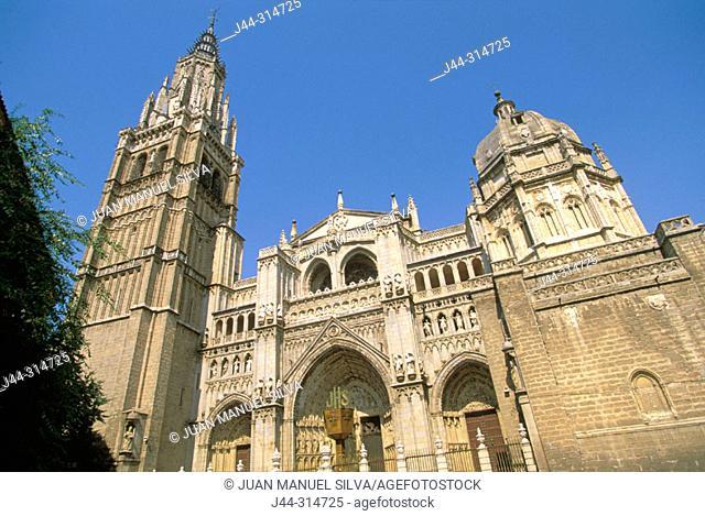 Gothic cathedral built 13-15th century at Plaza del Consistorio. Toledo. Spain