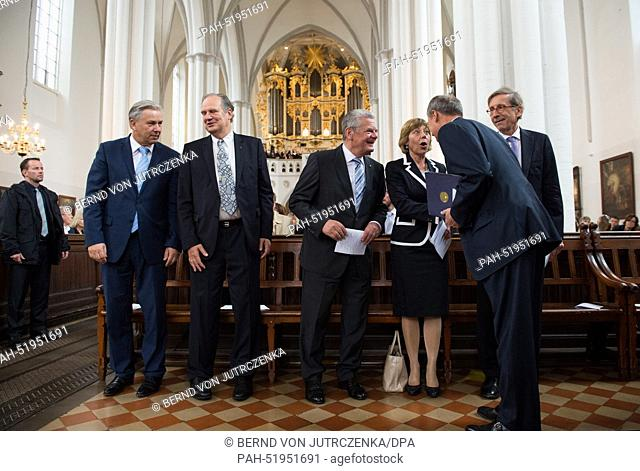 Klaus Wowereit (L-R, SPD), Governing Mayor of Berlin, Church President Ulrich Seelemann, German President Joachim Gauck, his life partner Daniela Schadt, John B