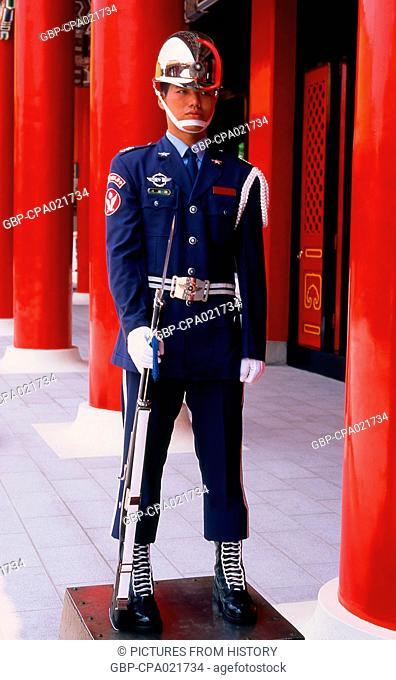 Taiwan: Honour Guard, National Revolutionary Martyrs' Shrine (Zhong Lie Ci) Taipei