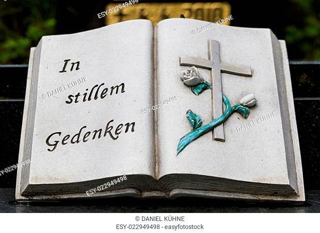 In stillem Gedenken steinernes Buch