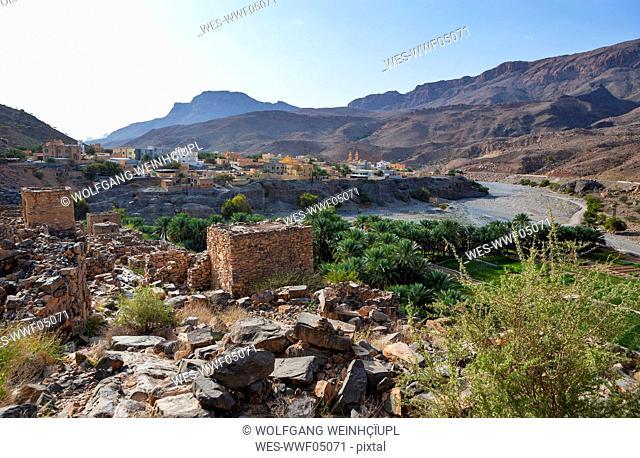 Oman, Ad Dakhiliyah Governorate, Az Zuwayhir, Ruin city Riwaygh as Safil, palm grove
