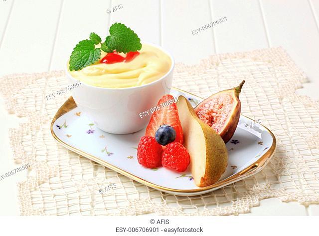 Creamy pudding and fresh fruit