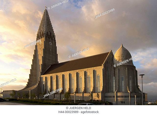 Iceland, Reykjavik, Hallgrimskirkja church, sunset