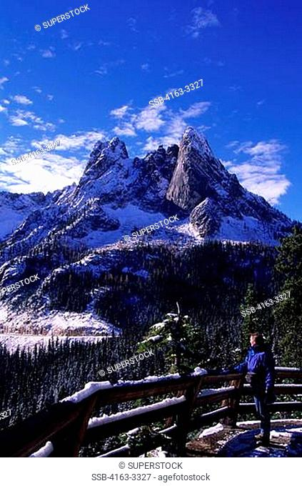 USA, WASHINGTON, NORTH CASCADES HIGHWAY 20, WASHINGTON PASS, LIBERTY BELL MTNS, MODEL RELEASE