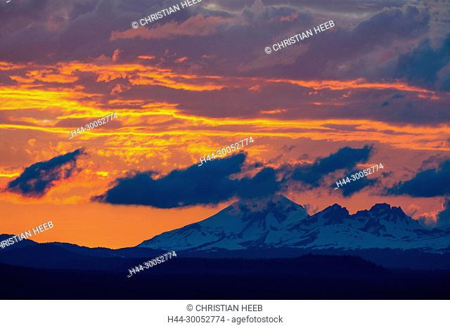 North America, American, America, USA, Pacific Northwest, Oregon, Central Oregon, Bend, Deschutes National Forest, South sister and Broken Top mountains