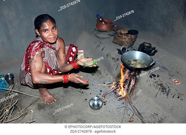 Woman making udit wada, a savoury fried snack from India. PARJA TRIBE, Kaodawand Village, Jagdalpur Tehsil, Baster District, Chattisgarh, India