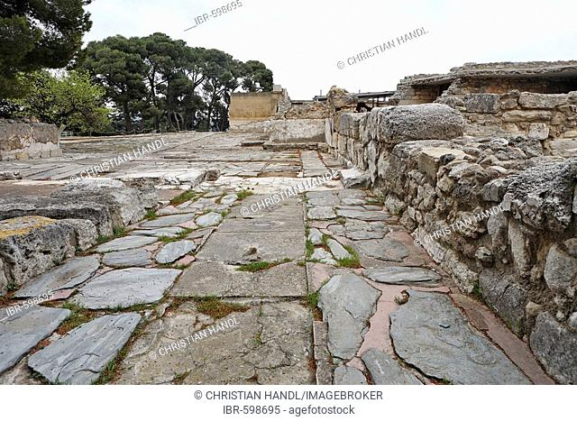 Minoan street going to the Palace of Knossos, Crete, Greece, Europe