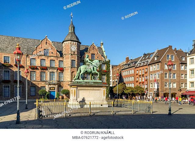 Germany, North Rhine-Westphalia, Dusseldorf, equestrian statue Jan Wellem on the market square in front of the old town hall
