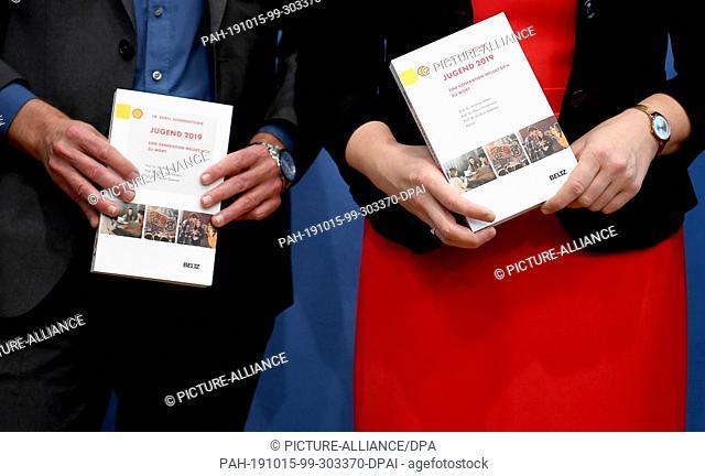 15 October 2019, Berlin: Ulrich Schneekloth (l), social scientist, and Franziska Giffey (SPD), Federal Minister for Family Affairs, Senior Citizens