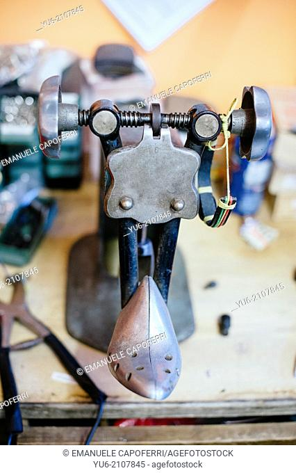 Working tool of the shoemaker