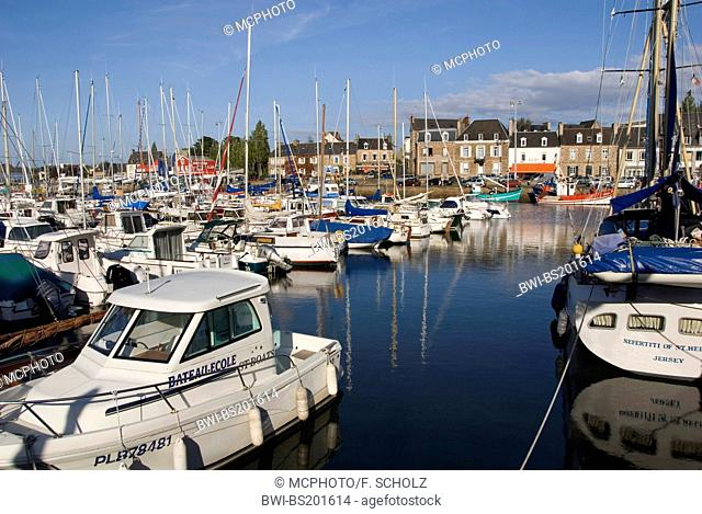 harbour with boats, France, Brittany, Baie de St-Brieuc, Paimpol