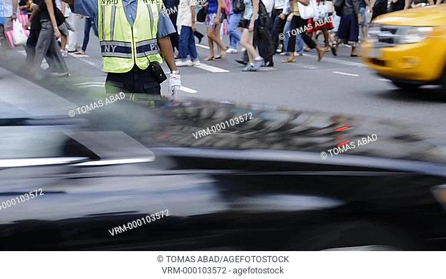 Rush hour afternoon in July, Traffic Cop, 34th Street, Herald Square, Manhattan, Broadway, New York City, USA