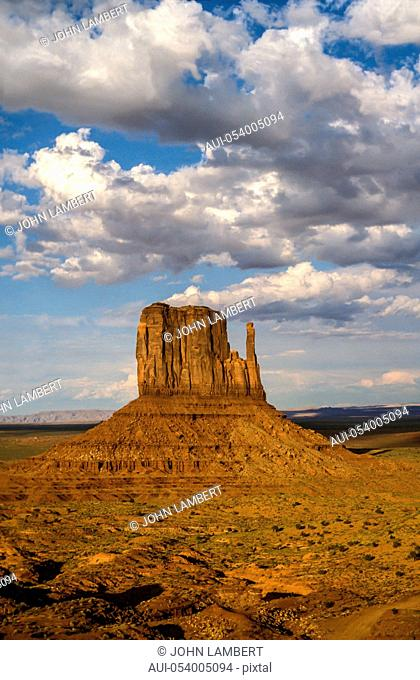 usa, arizona, s.w. desert, monument valley: the mitten buttes