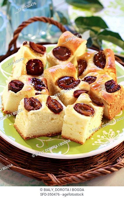 Yeasted plum cake