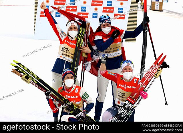 04 March 2021, Bavaria, Oberstdorf: Nordic skiing: World Championships, cross-country, relay 4 x 5 km, women. Team Norway (Tiril Udnes Weng, Heidi Weng