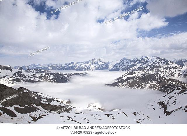 The clouds go up from the valley, nice views from Cuyalaret summit, Pyrenees