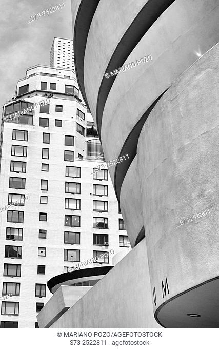 Guggenheim Museum by architect Frank Lloyd Wright, Fifth Avenue, Manhattan, New York City, USA