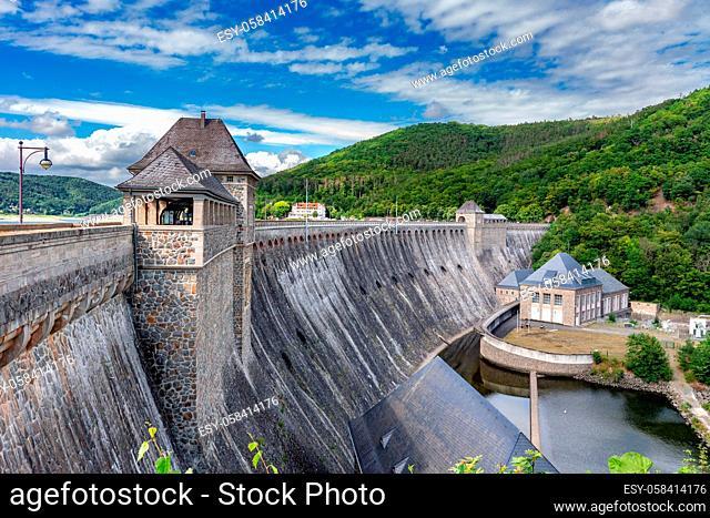 Staumauer am Edersee in Nordhessen, Deutschland. The Edersee Dam, a hydroelectric dam spanning the Eder river in northern Hesse, Germany